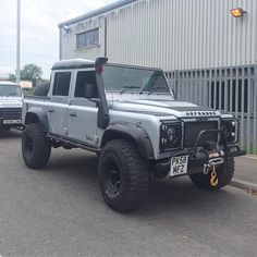 Mean looking 110 double cab pick-up #LandRoversofLondon #Landrover…