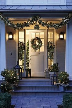 Time to plan your Christmas porch decor. Today we have some festive inspiration to help you decorate the best Christmas porch ever. Easy Christmas Porch Decor Id… Christmas Fairy Lights, Christmas Front Doors, Christmas Entryway, Front Porch Ideas For Christmas, Christmas Window Display Home, Colored Christmas Lights, Winter Christmas, Christmas Home, Merry Christmas