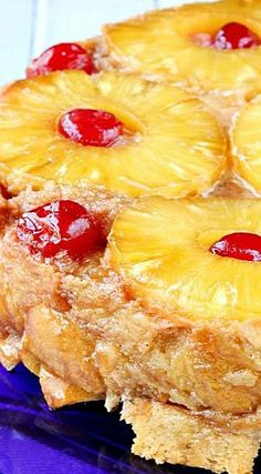 It contains all the wonderful fruity flavors of the traditional upside-down cake, but in bread pudding form! This bread pudding cake has a caramelized top layer with a super moist, buttery, melt-in-your-mouth interior. Bread Recipes, Cake Recipes, Dessert Recipes, Just Desserts, Delicious Desserts, Trifle Desserts, Profiteroles, Pudding Cake, Dessert Bread