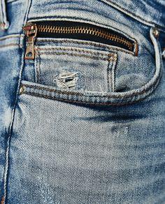 Imagen 5 de DENIM TACHUELAS de Zara Denim Jeans Men, Blue Jeans, Denim Fashion, Fashion Outfits, Latest Jeans, Denim Art, Menswear, Mens Jeans Outfit, Women's