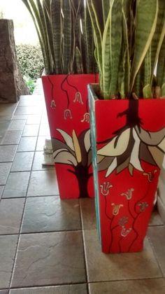 Macetas pintadas Painted Clay Pots, Painted Flower Pots, Painted Boxes, Vases Decor, Art Decor, Flower Pot People, Mosaic Vase, Buddha Art, Mosaic Patterns