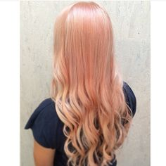 Mix of champagne, peach and a hint of cinnamon hair colour by Immu @ Salon B, Haarlem
