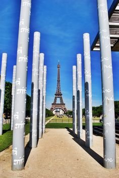 Top 7 Free Places To Visit and Things To Do in Paris:  Here's the best places and things to do in Paris without giving a penny!