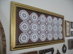 Frame and Mirror Collage Hanging Wall Art, Diy Wall Art, Wall Art Decor, Framed Doilies, Doily Art, Doilies Crafts, Mirror Collage, Ideias Diy, Burlap Lace
