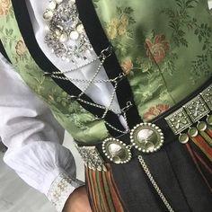 #sognebunad Dionysus, Clothing Styles, Victorian Era, Renaissance, Skate, Gucci, Shoulder Bag, Fashion Outfits, Bags