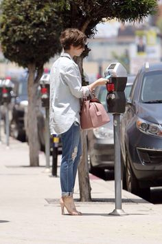 Lily Collins - Heads to a nail salon in LA Lilly Collins Short Hair, Lily Collins Hair, Lily Collins Style, Pixie Hairstyles, Pixie Haircut, Celebrity Hairstyles, Cool Hairstyles, Haircuts, Pelo Pixie