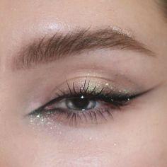 Beste einzigartige Augen Make-up Ideen – Dekoration best unique eye makeup ideas – decoration Makeup Eye Looks, Eye Makeup Art, Eyeshadow Makeup, Hair Makeup, Eyeshadow Palette, Grunge Eye Makeup, Subtle Eye Makeup, Morphe Eyeshadow, Yellow Eyeshadow