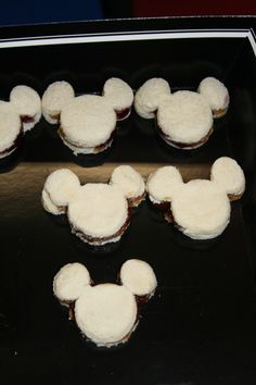 Mickey or Minnie PB Sandwiches for kids party. Used a cookie cutter! Kids Party Sandwiches, Pb And J Sandwiches, Mickey Birthday, 3rd Birthday, Birthday Ideas, Girl Parties, Mouse Parties, Zoe S, Little Chef