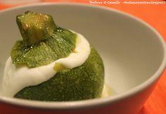 Profumo di cannella: Zucchine ripiene di uova e crescenza - gusto di st...