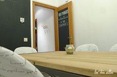 Proyecto de decoración con muebles reciclados de Las Tres Sillas para la empresa Coto Consulting en Valencia Valencia, Mirror, Furniture, Home Decor, Recycled Furniture, Chairs, House Decorations, Blue Prints, Decoration Home