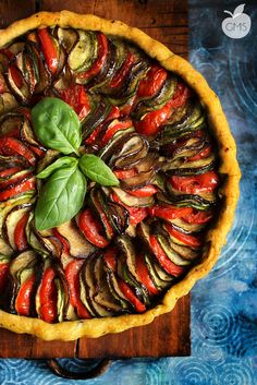 Crostata Ratatouille - looks gorgeous but not sure I have the nerve to make this! Raw Food Recipes, Veggie Recipes, Vegetarian Recipes, Cooking Recipes, Healthy Recipes, I Love Food, Good Food, Yummy Food, Quiches