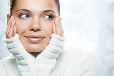 APROAPE DE PRIETENI: Un ten perfect hidratat și pe timp de iarnă   Pe l... Turtle Neck, Sweaters, Fashion, Moda, Sweater, Fasion, Sweatshirts, Pullover