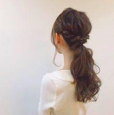 髪の量の多さでもう悩まない多い人でもカワイくなれるヘアアレンジ