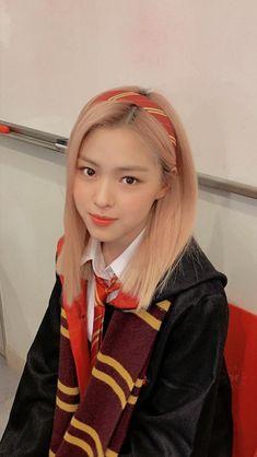 South Korean Girls, Korean Girl Groups, Bts Wallpaper Lyrics, Cute Cartoon Wallpapers, Blackpink Jennie, My Princess, Hair Inspo, Girl Photos, Kpop Girls
