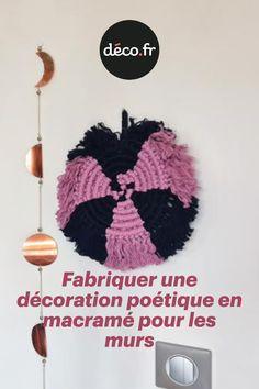 La technique du macramé est formidable, elle offre la possibilité de fabriquer de nombreuses décorations pour votre intérieur. Surfons ensemble sur cette tendance et donnons vie ensemble à une déco murale poétique pour orner vos parois de douceur ! N'attendez plus pour découvrir les étapes pour concevoir cet accessoire décoratif en macramé ! Origami, Crochet Earrings, Creations, Crochet Hats, Decorative Accessories, Hat Crochet, Gentleness, Life, Knitting Hats