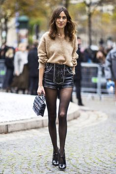 The Best Street Style Looks From Paris Fashion Week Spring 2019 - Fashionista Street Style 2018, Spring Street Style, Looks Style, Street Style Looks, Paris Fashion Week, Fashion Spring, Belle Silhouette, Look Con Short, Alexa Chung Style