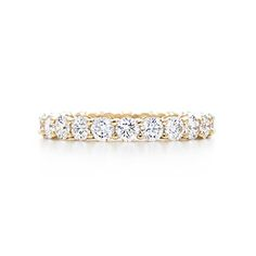 Shared-setting band ring with diamonds in 18k gold, 3mm wide.