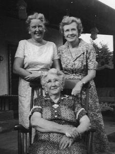 "Elizabeth Marina ""Betsy"" DEASON Chapman, Lois Erin DEASON Key, and Mary Lizzie HARDY Deason - Aug 1958 in Amarillo, Potter County, Texas"