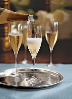 Join Williams-Sonoma Vancouver on Sunday, December 28, 2014 at 11am in-store for their complimentary New Year's Eve Party, Simple & Splendid, cooking technique class. Class sizes are limited so call ahead by telephone to 778-330-2581 to register. Click image for more information.