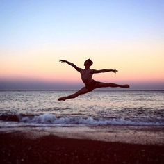The week of... The summer holidays! A great jump of soloist @james_stout at the beach in Málaga! #sunset #beach #summer #sea #ballet #jump #hetnationaleballet