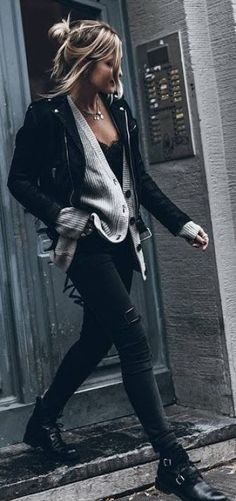 25 Super Cute Winter Outfit Ideas for 2019 - Fashion Is My Crush It is the winter season and time to start thinking about warmer clothing to wear. Here is list of super cute winter outfit ideas for Cute Edgy Outfits, Best Casual Dresses, Black Outfits, Jean Outfits, Black Outfit Edgy, Dress Casual, Long Dresses, Stylish Outfits, Beautiful Outfits