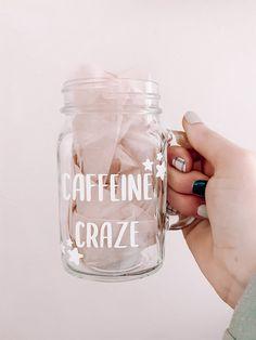 Clear Coffee Mugs, Iced Coffee Cup, Coffee Jars, Coffee Lover Gifts, Coffee Coffee, Coffee Time, Mason Jars With Handles, Mason Jar Mugs, Drinking Jars