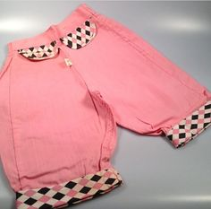 The cutest vintage harlequin pink pedal pushers ❤️ Size: 2 to 3T  Waist measures 9 un-stretched (back is elastic) and up to 12 stretched.