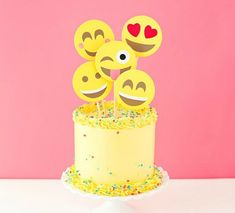 8 cool birthday party cake ideas for tweens and teens This emoji cake is a cool birthday cake idea for tweens and teens obsessed with texting. Birthday Party For Teens, Cool Birthday Cakes, 11th Birthday, Frozen Birthday, Birthday Ideas, Emoji Cake Toppers, Emoji Theme Party, Emoji Craft, Diy Cake Topper