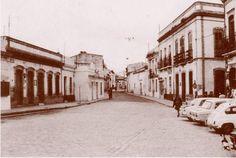 Antigua C/ San Sebastian en los años 60 a la altura de la estatua al Litri (HUELVA)