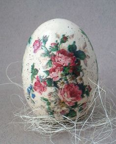 Holiday Themes, Holiday Decor, Shabby Chic Crafts, Faberge Eggs, Welcome Spring, Egg Art, Vintage Easter, Art Forms, Happy Easter