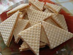 Cukr necháme v hluboké pánvi zkaramelizovat, poté přidáme máslo a necháme ho rozpustit. Když je máslo rozpuštěné, přilijeme kondenzované mléko a ml...