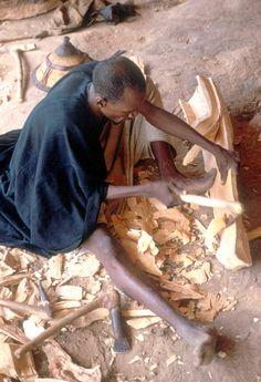 Dogon wood carver making a kanaga mask | Elisofon archive, Smithsonian eepa_06803.jpg (840×1230)