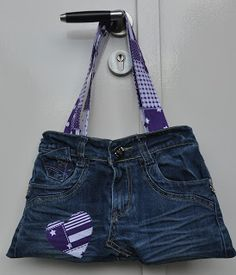 Kindertasje van een ouder (kinder)spijkerbroek.