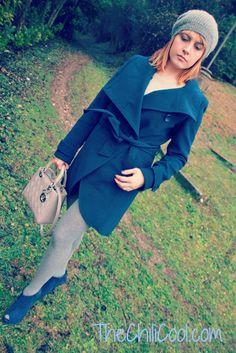 Cappotto blu dal taglio iper femminile e calze grigio mélange..Lady Dior bag
