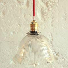 Lampe luminaire suspension en verre ancien type holophane... http://www.lanouvelleraffinerie.com/plafonniers-suspensions-lustres/1060-lampe-luminaire-suspension-en-verre-ancien-type-holophane.html