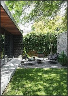 garden furniture works well in this small but perfectly formed outdoor space.Low garden furniture works well in this small but perfectly formed outdoor space. The Trés Fleek Guide To Crushing Your idea . 40 backyard landscaping ideas with minimum budget 1 Small Backyard Gardens, Backyard Patio Designs, Small Backyard Landscaping, Outdoor Gardens, Landscaping Ideas, Kew Gardens, Garden Spaces, Terraced Backyard, Small Backyards