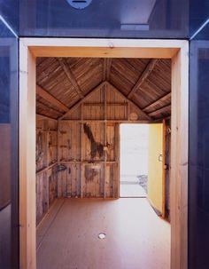 Black Rubber House / Simon Conder Associates