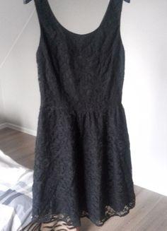 Kup mój przedmiot na #vintedpl http://www.vinted.pl/damska-odziez/krotkie-sukienki/11838154-czarna-koronkowa-sukienka-topshop