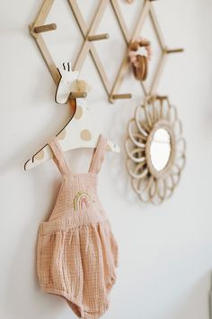 Boho Cactus Inspired Pink and White Baby Girl Nursery - Anthropologie x West Elm x Pottery Barn Modern Baby Cribs, Anthropologie Rug, Hatch Baby, Flower Mirror, Baby Crib Mattress, Diy Bebe, Nursery Themes, Themed Nursery, Nursery Decor