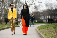 Streetstyle: a ordem é se divertir pelas ruas durante a semana de moda de Milão - Vogue | Streetstyle