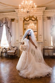 Strapless wedding dress, trumpet, tulle train, veil // Mark Eric Photography