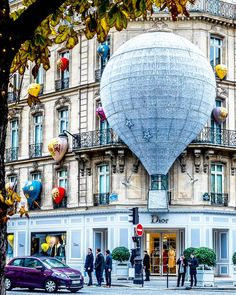 Paris, Avenue Montaigne ♠ photo by (@darsik) su Instagram