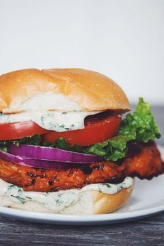 Vegan Buffalo Cauliflower Sandwich - healthy vegan sandwich recipes for lunch that are easy for kids // vegan sandwich ideas // back to school work Whole Food Recipes, Vegan Recipes, Cooking Recipes, Vegan Food, Vegetarian Sandwich Recipes, Vegan Meals, Vegan Steak Recipe, Italian Recipes, Vegetarian Cauliflower Recipes