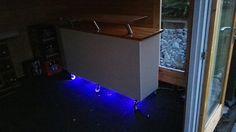 RollBar - IkeaHack Kleine selbst gebaute Theke mit IKEA-Möbeln. Bauteile: - Kallax Regal + Rollen - Konsolen aus dem Küchenbereich - 1 Schreibtischplatte (weiß, 150 x 75) als Front - 1 Schreibtischplatte (Echtholz, 150 x 75) für die Thekenplatten - Bootslack zur Versiegelung der Thekenflächen - LEDs für die Beleuchtung