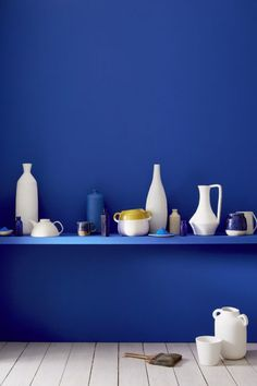 Ultra Blue by Little Greene is a close match to the saturated ultra marine paint used by Yves Klein - I ADORE this colour! Little Greene Paint, Little Greene Farbe, Peinture Little Greene, Pantone Azul, Pantone 2020, Pantone Color, Blue Rooms, Blue Walls, Yves Klein Blue