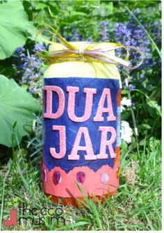 Dua or Ramadan Jar. You can place Dua's inside to say together each night- or have Good Deeds suggested by the kids and have them perform one each day. Examples can be- opening the door for a stranger, helping grandma cook in the kitchen etc. Eid Crafts, Ramadan Crafts, Ramadan Decorations, Crafts For Kids, Eid Ramadan, Ramadan Mubarak, Decoraciones Ramadan, Eid Activities, Islamic Celebrations