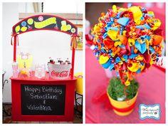 Un topiario-centro muy colorido, ¡hecho con globos de látex!