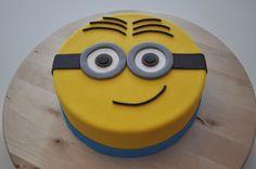 Miniontaart 7 Cake, Happy Birthday Minions, Quinceanera Cakes, Minion Banana, Funny Cake, Cake Decorating Techniques, Birthday Cupcakes, 5th Birthday, Fondant Cakes