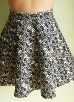 Kup mój przedmiot na #vintedpl http://www.vinted.pl/damska-odziez/spodnice/14563848-spodnica-rozkloszowana-ze-wzorem-bershka-38