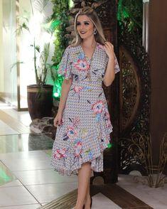 Casual Dresses, Fashion Dresses, Modelos Fashion, Short Sleeve Dresses, Dresses With Sleeves, Batik Dress, Western Dresses, Skirt Outfits, Dress To Impress